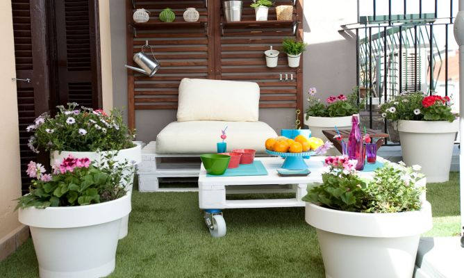 Ideas para decorar terrazas jardines porches for Macetas decoradas para jardin