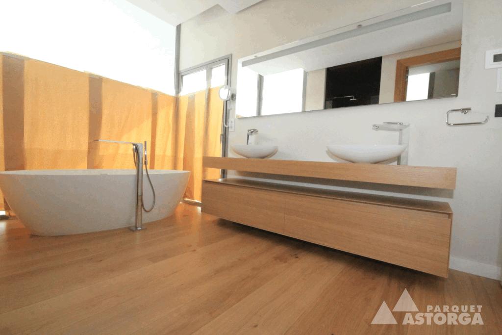 Parquet en suelo del baño