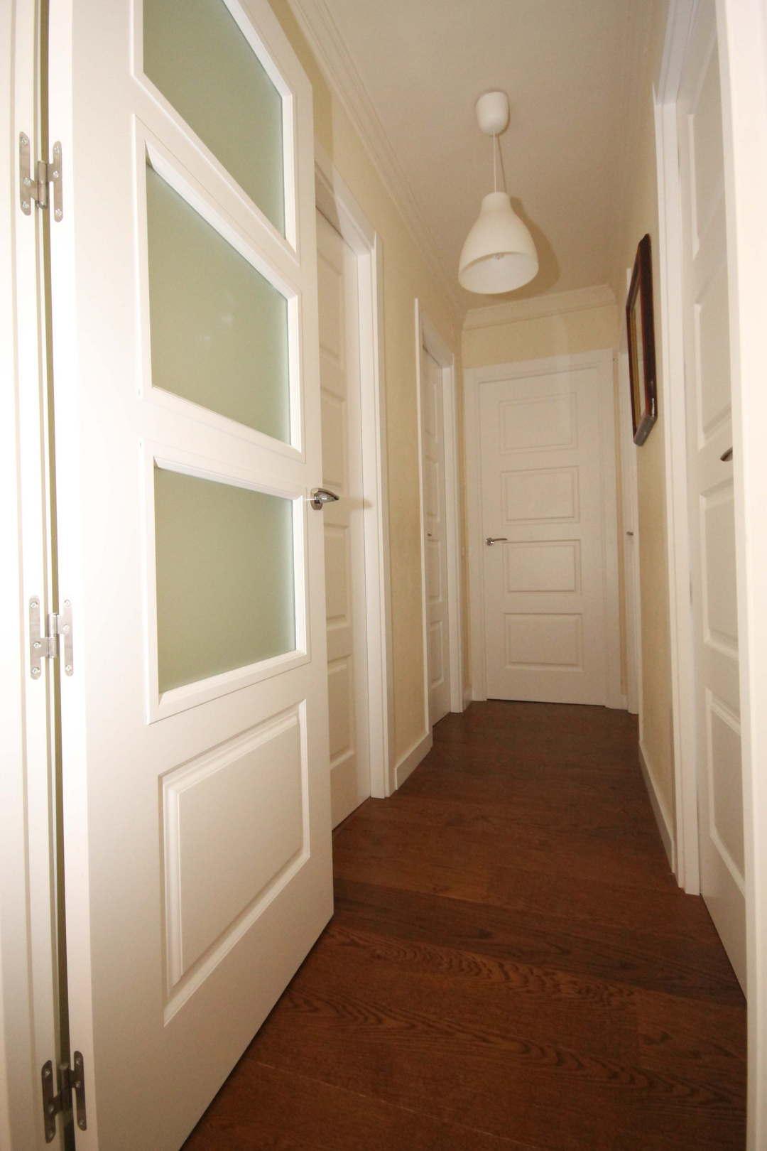 Combinando los colores del parquet las puertas y los for Colores para pintar puertas de madera